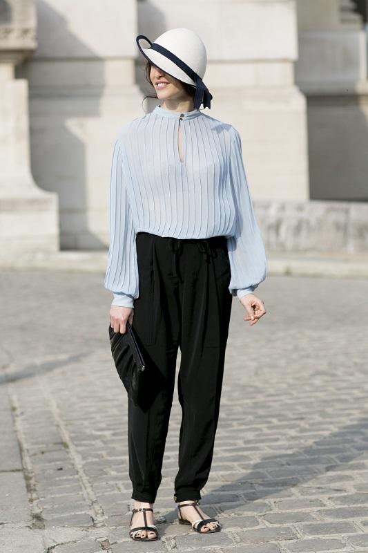 Деловой образ, черные брюки и голубая блузка