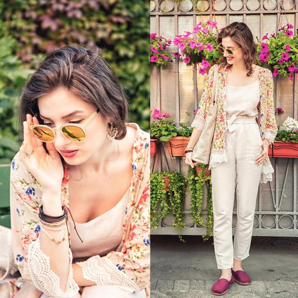 Девушка в бежевых брюках, цветочном кардигане и бордовых слипонах