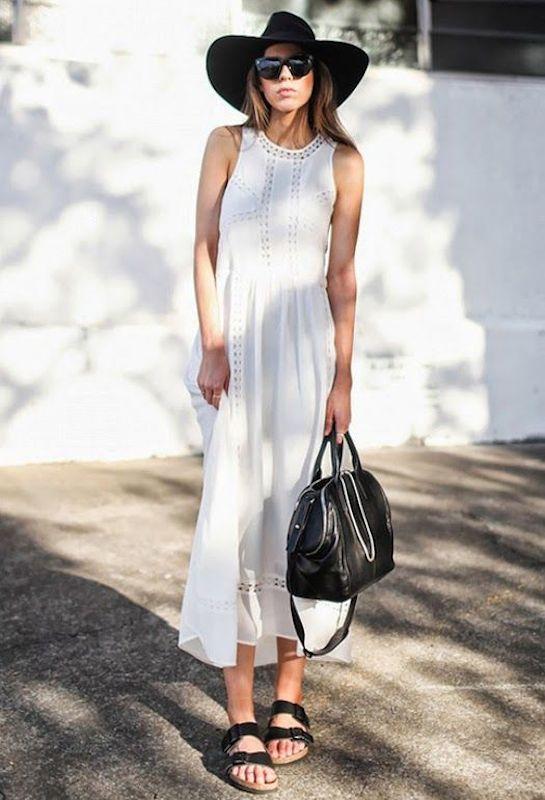 Девушка в длинном платье и биркенштоках