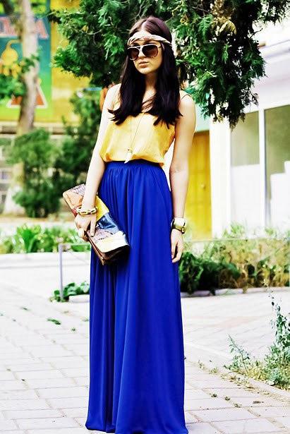 Девушка в синей юбке и желтом топе
