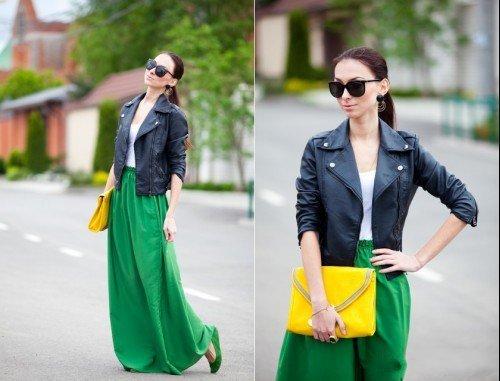 Девушка в зеленой юбке и кожанке