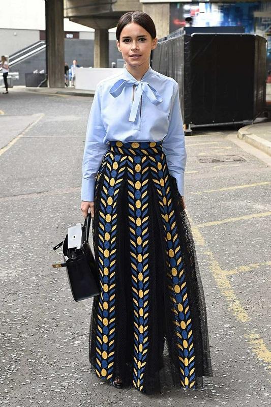 Мирослава Дума в широкой юбке в пол и красивой блузке