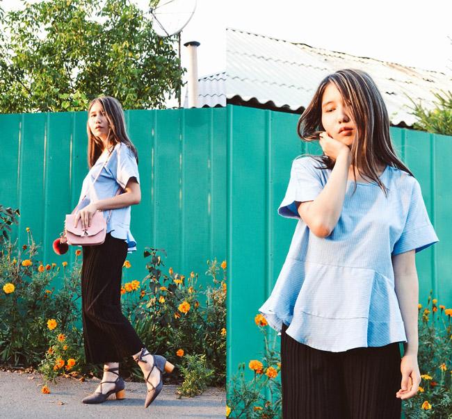 model-v-shirokih-bryukah-i-goluboy-bluzke