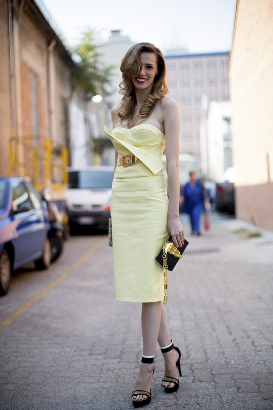 Нарядное платье пастельного желтого оттенка
