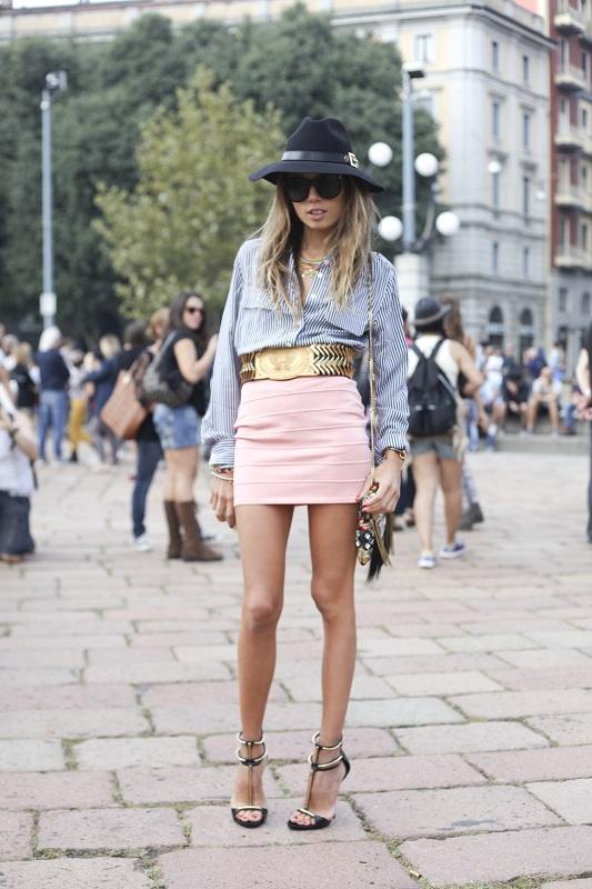 Образ с мини юбкой и рубашка в мелкий принт