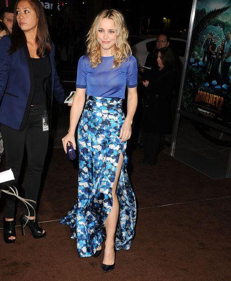Рэйчел Макадамс в длинной, цветочной юбке с разрезом