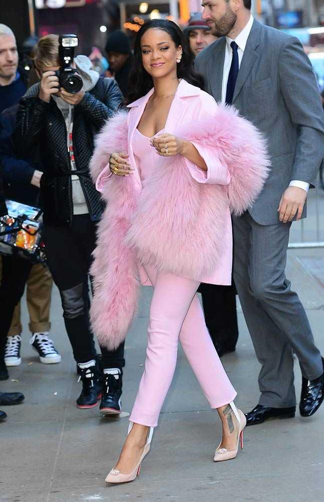 Рианна во всем розовом