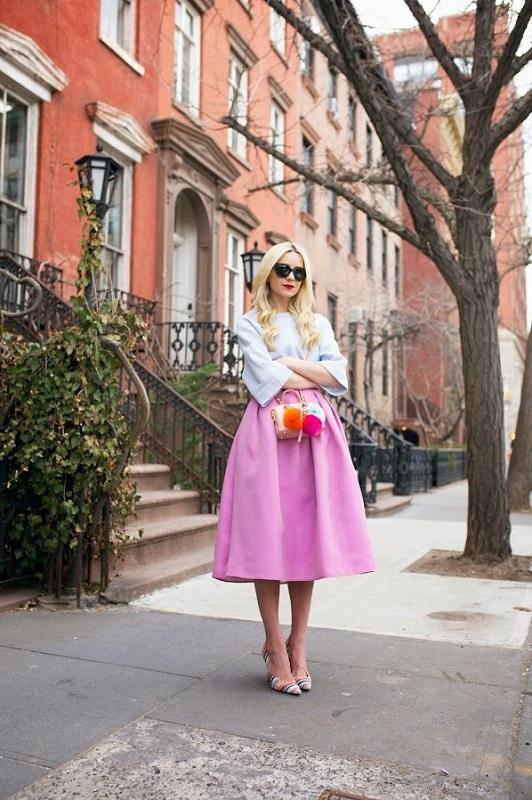 Романтический образ, юбка колокольчик и блуза в пастельных тонах
