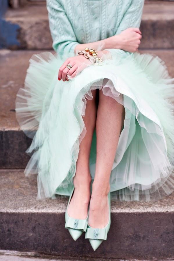 Романтичная юбка в пастельных тонах и туфли