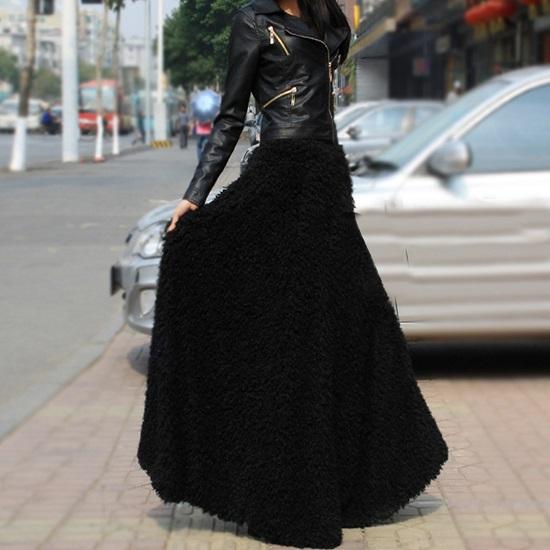 черная юбка и черная кожанка