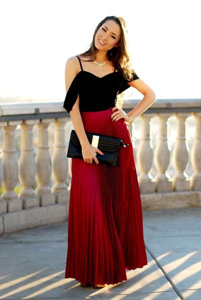 девушка в алой юбке и черном топе