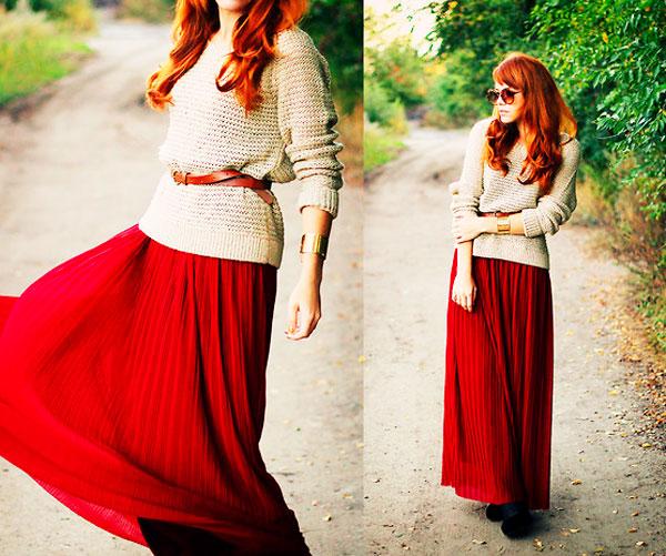 девушка в красной юбке и бежевом свитере