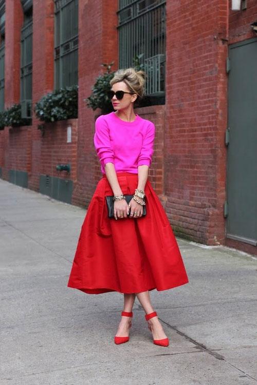 Девушка в красной пышной юбке