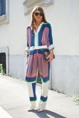 Девушка в стильном пижамном костюме