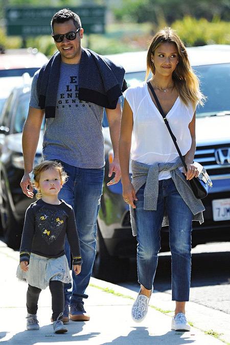 Джессика Альба со своей семьей