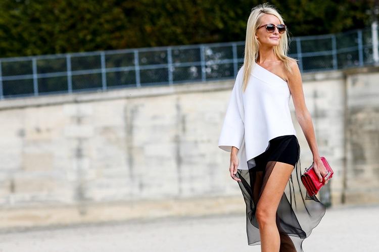 Летний образ, белая блуза и мини юбка с летящим прозрачным подолом