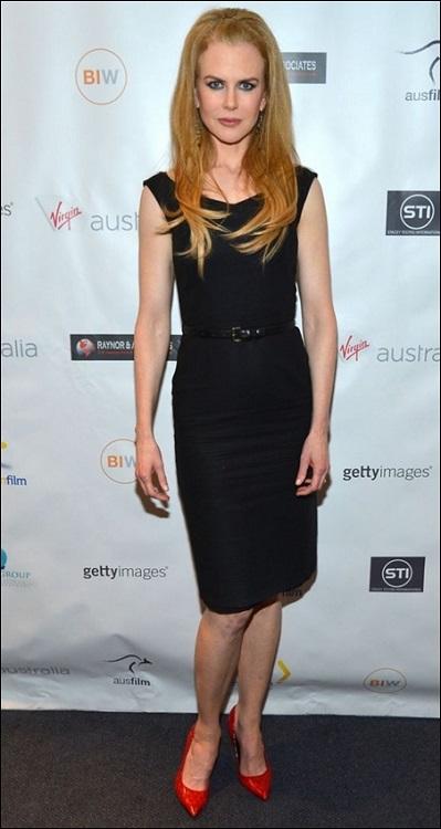 Николь Кидман в черном строгом платье