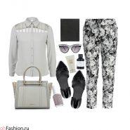 Повседневный женственный лук с брюками с цветочным принтом и серой блузой