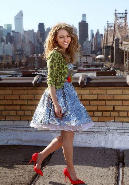 Звезда фильма про молодую Кэри Брэдшоу в красных туфлях