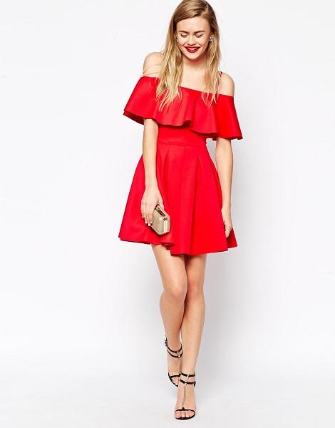 девушка в красном платье с воланом