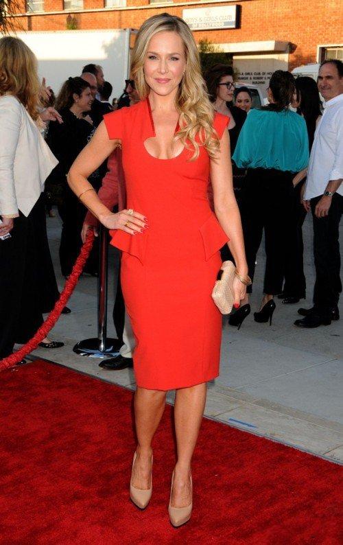Красное платье и туфли лодочки