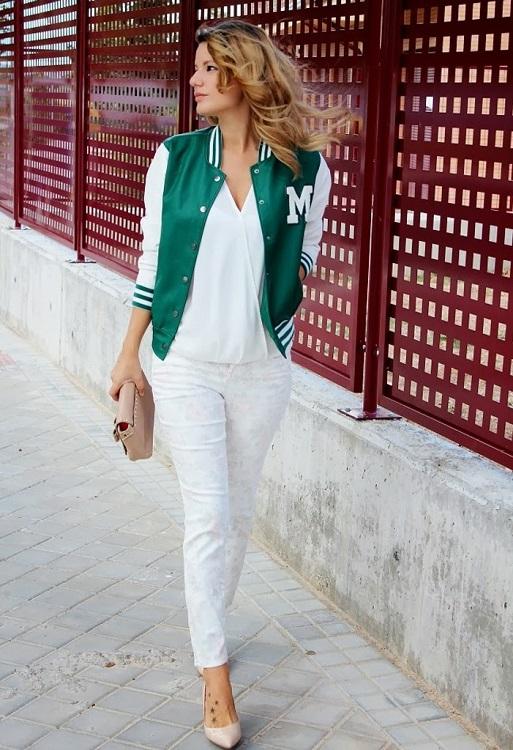Девушка в белых брюках и бомбере