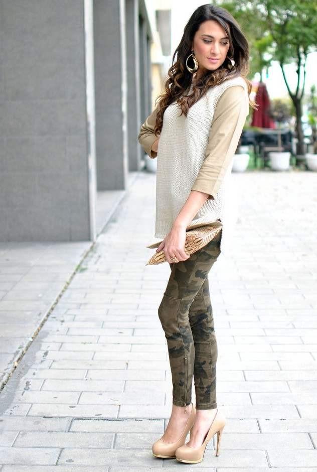 девушка в юбке и стрингах фото