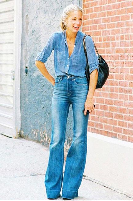 Девушка в джинсах клеш