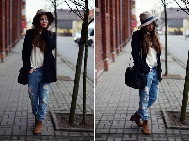 Девушка в рваных бойфрендах, ботильонах, черном пальто и шляпе