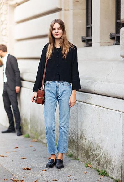 Девушка в винтажных джинсах
