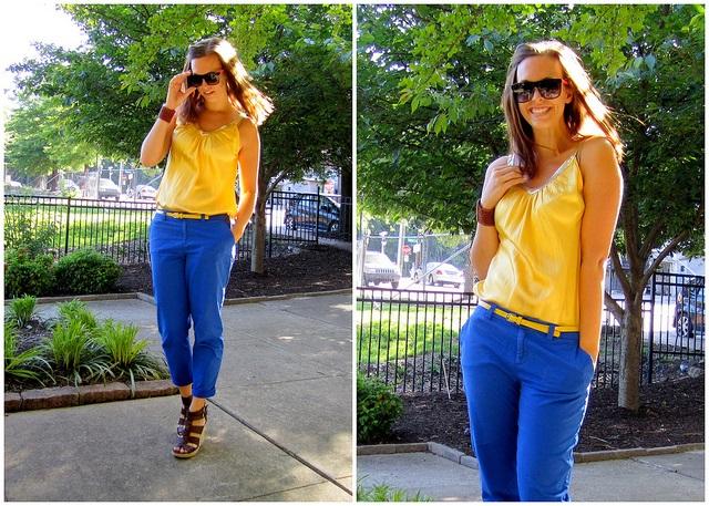Девушка в желтом топе и брюках