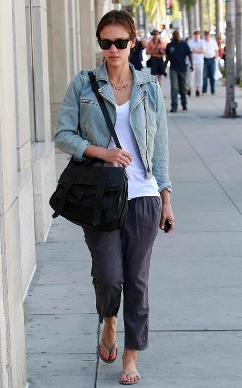 Джессика Альба в джинсовке