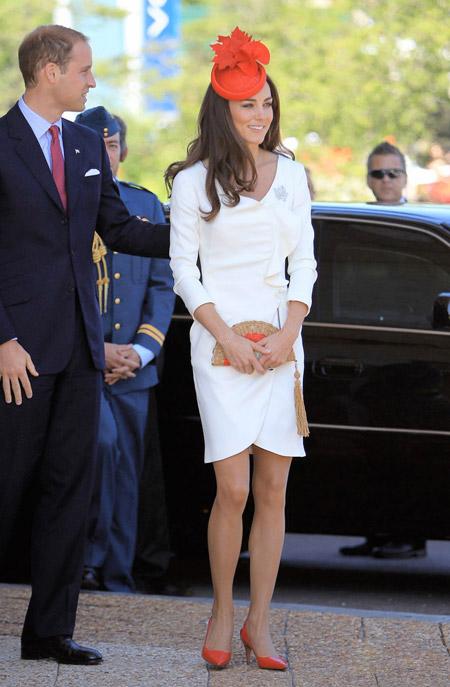 Кейт Мидлтон в белом платье