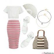 Летний лук. полосатая юбка миди укороченный топ с открытыми плечамибелые сандалии и большая сумка