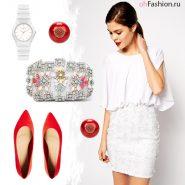 Яркий летний образ белое платье красные балетки серьги клатч со стразами