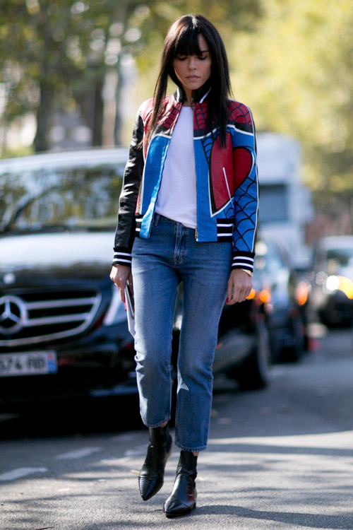 Добавь к белой футболке и джинсам укороченную разноцветную куртку