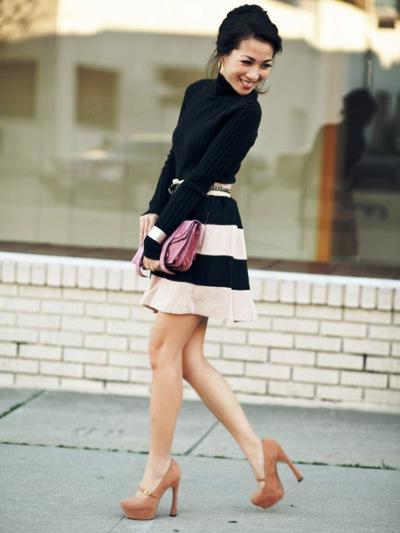 Девушка в бежевых туфлях