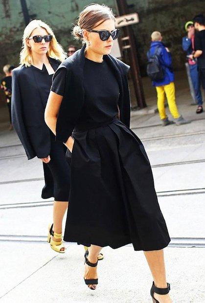 Девушка в черном тотал-луке