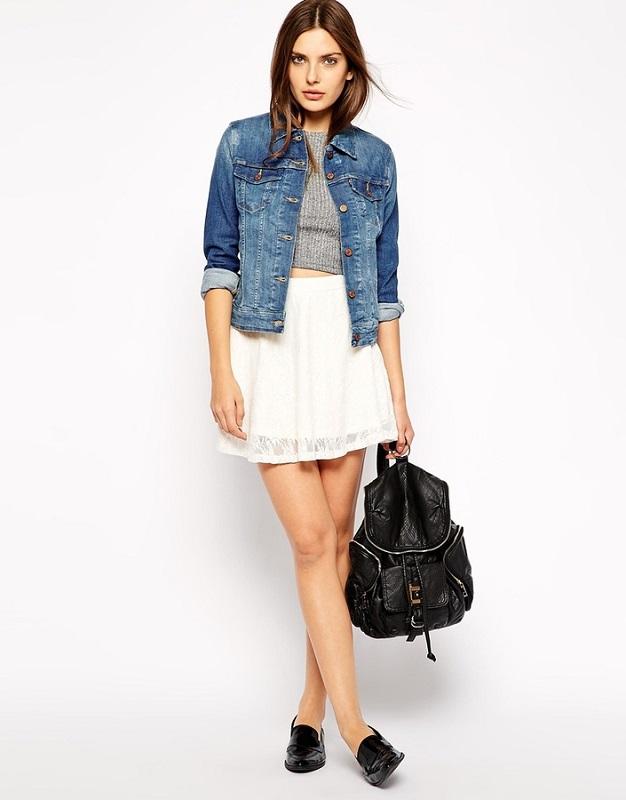 Девушка в джинсовке