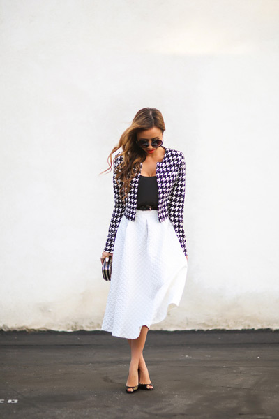 Девушка в клетчатом пиджаке