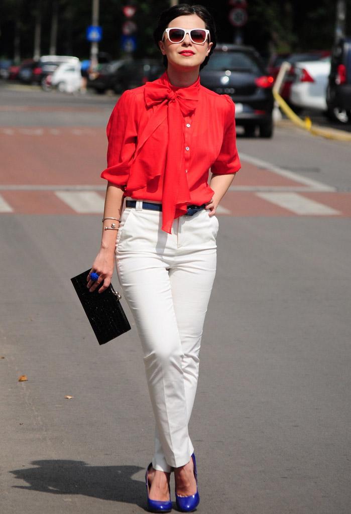 Девушка в красной блузке