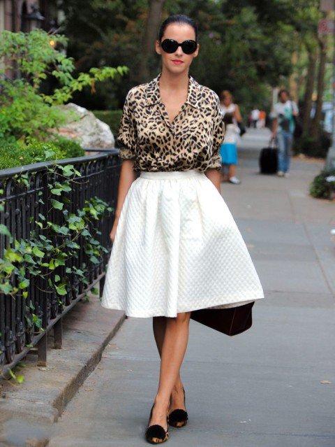 Девушка в леопардовой блузке