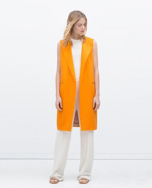 Девушка в оранжевом жилете
