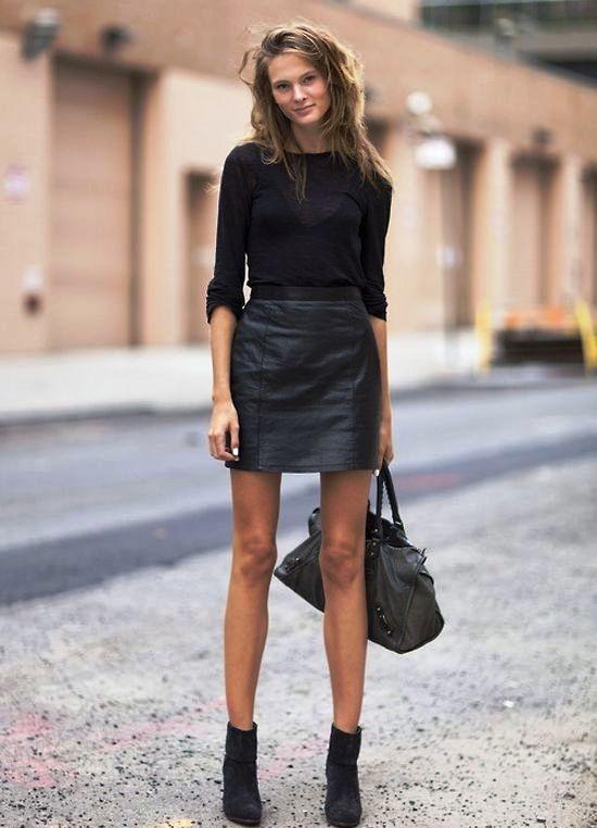 Чулки с короткой юбкой и блузкой