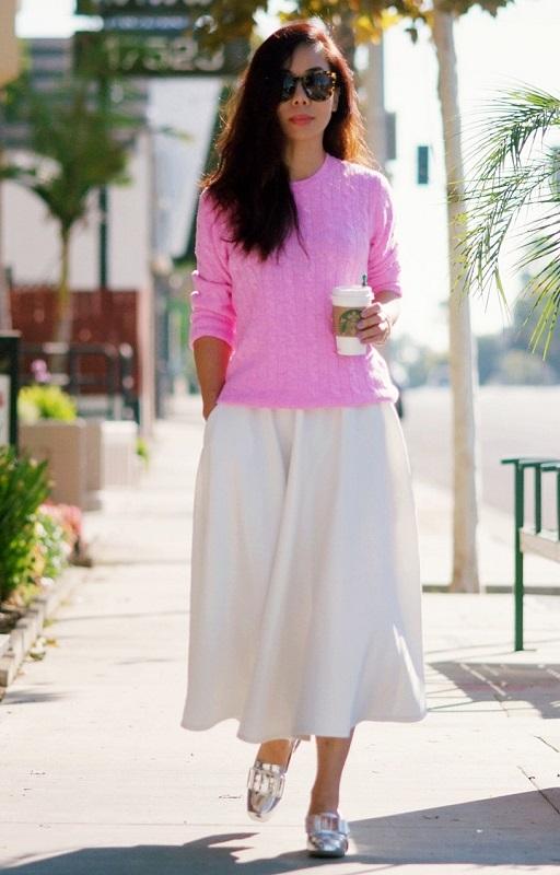 Девушка в розовой кофте