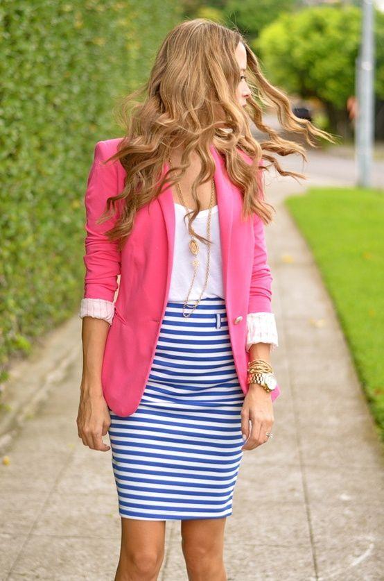 Девушка в юбке и пиджаке