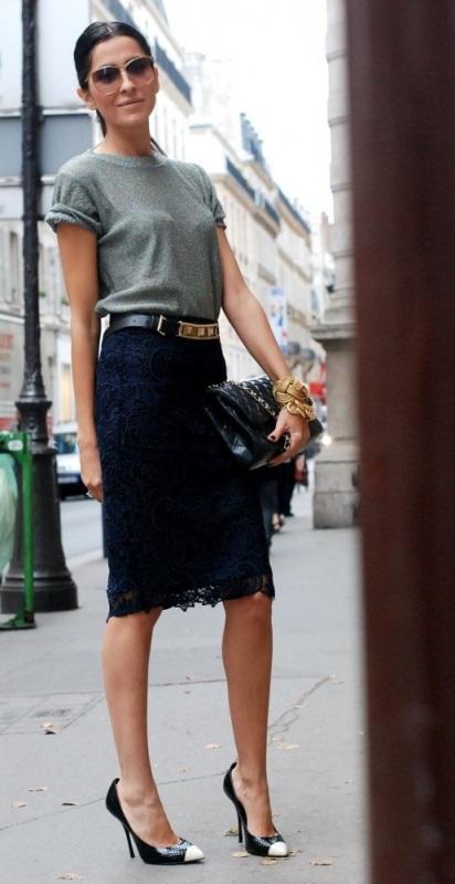 Девушка в юбке-карандаш