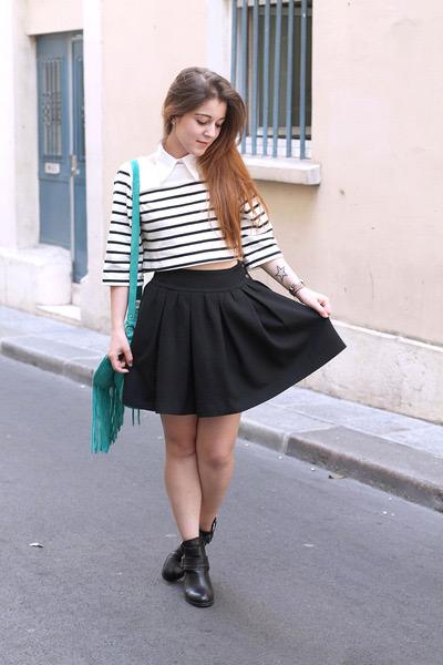 Девушки в юбках со складками