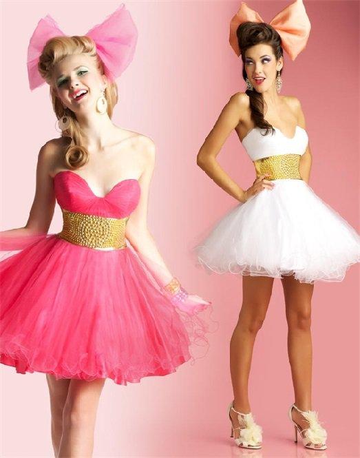 Девушки в очаровательных платьях в стиле бэби-долл