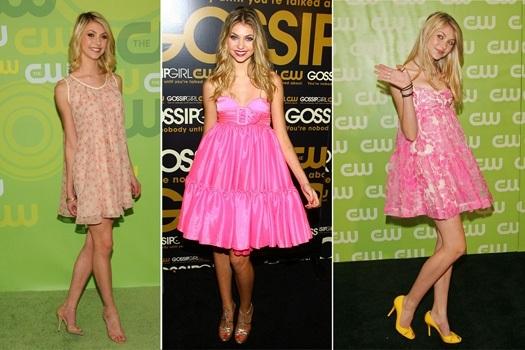 Девушки в очаровательных, розовых платьях